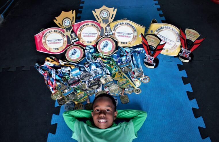 Um pequeno gigante: Cria do Alemão, Felipinho aos 11 anos já é destaque no esporte de luta