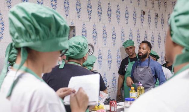 Curso gratuito do chef João Diamante abriu 50 vagas para Moradores do Andaraí; saiba como participar