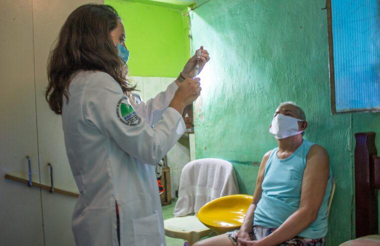Vacinação gera expectativa e esperança em moradores do Complexo do Alemão