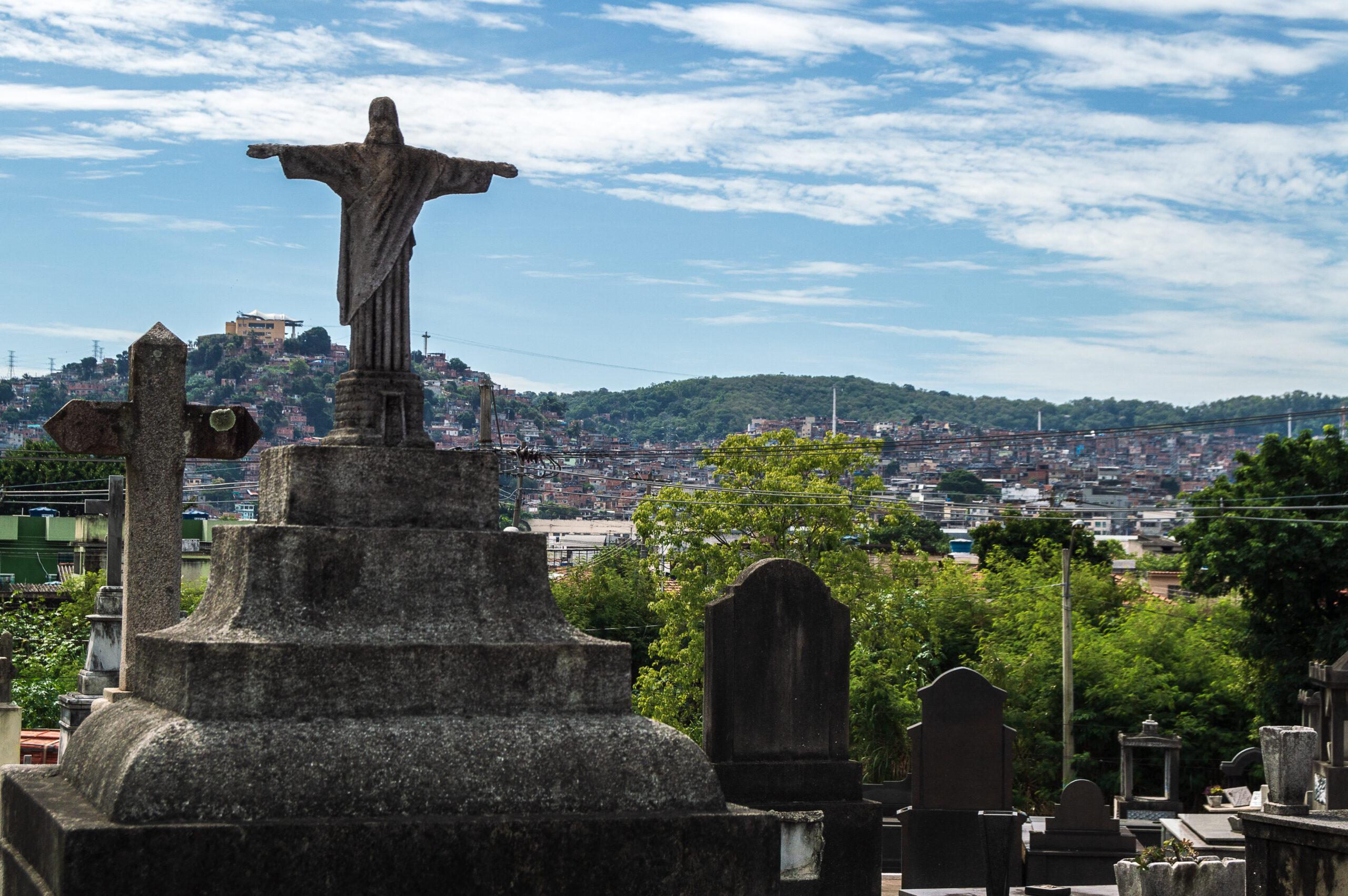 """Nas favelas do Rio de Janeiro, coronavírus é o """"responsável"""" pela ausência de familiares"""