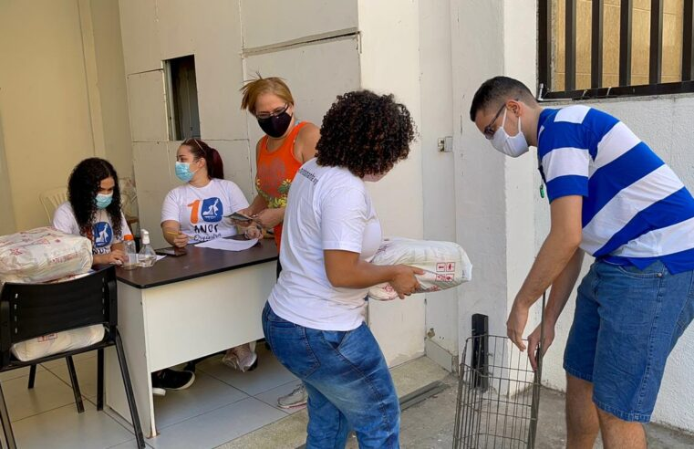 Em momento difícil, campanha na Maré distribui cestas básicas aos moradores nesta quinta-feira