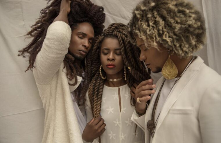 Do afrofuturismo ao amor preto, três jovens da Vila Kennedy lançam trabalho musical nas plataformas digitais