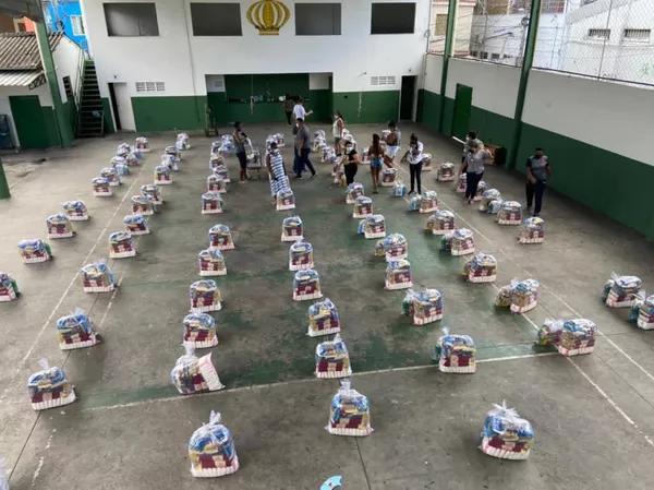 Em ato de solidariedade, Philippe Coutinho doou cestas básicas à comunidade Barreira do Vasco