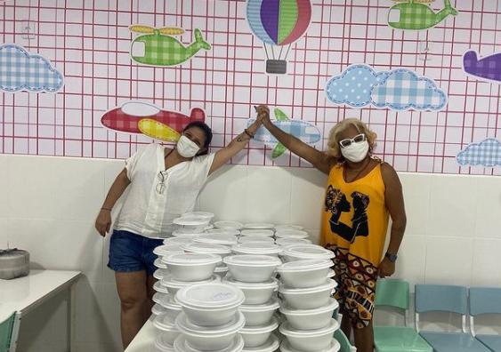 Projeto social Movimento Moleque em parceria com Marias com Amor distribuíram refeições aos moradores de favelas