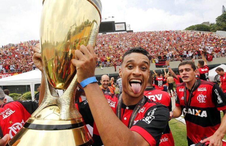 Cria do Complexo do Alemão, o jogador Luiz Henrique conta sua trajetória até chegar ao futebol profissional