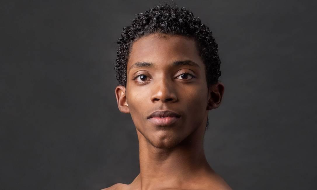 Um salto do Alemão para a Europa: Bailarino Luis Fernando é destaque nos espetáculos de balé