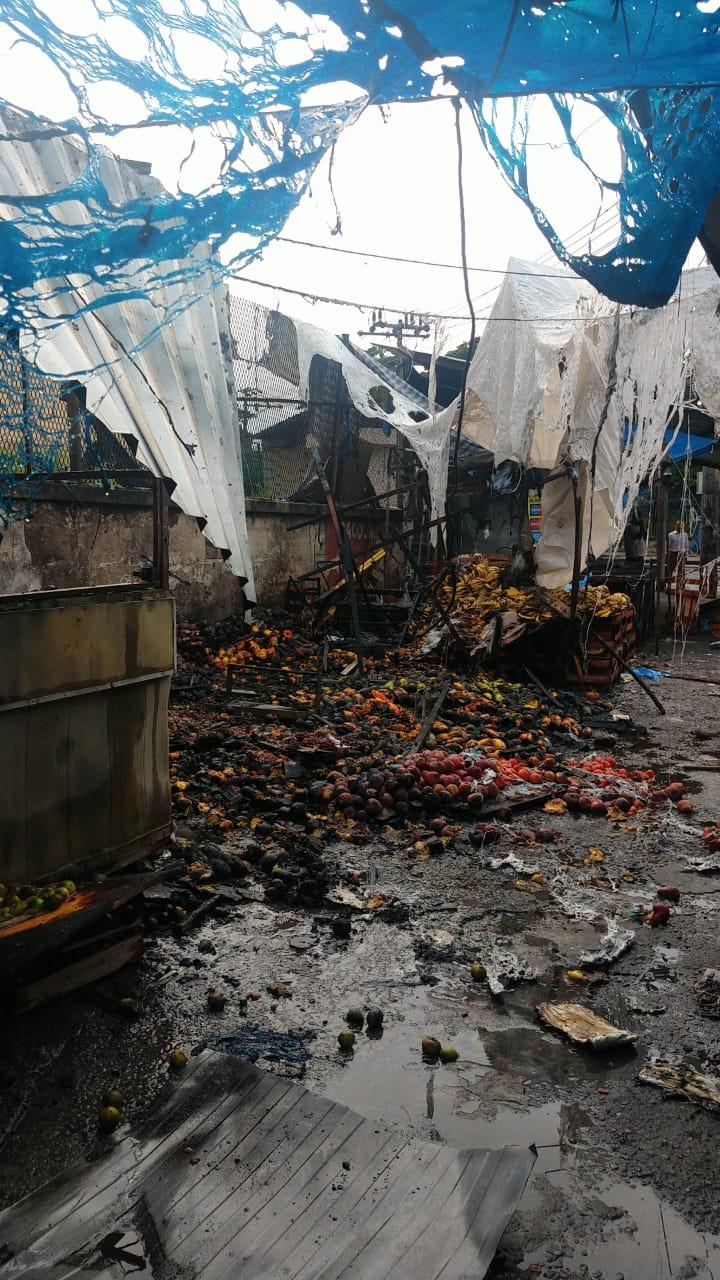 No Alemão, possível curto-circuito ocasiona incêndio em barracas de comerciantes locais