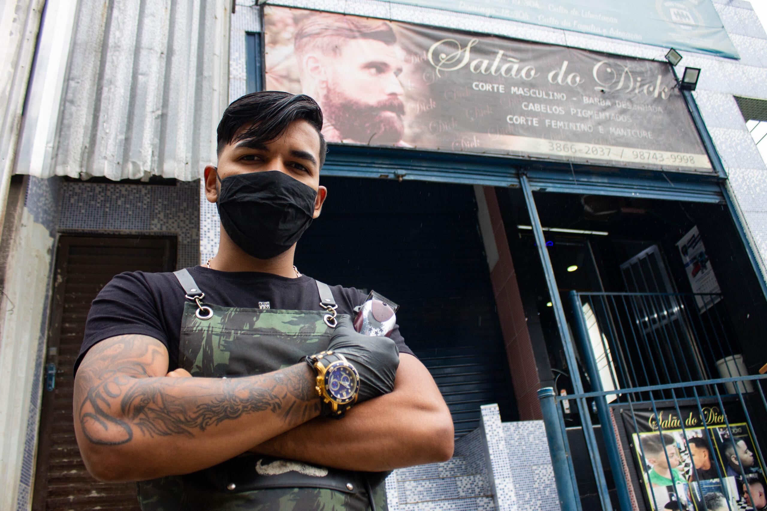 Cabelinho na régua e autoestima em dia: conheça a Barbearia do Dick no Alemão