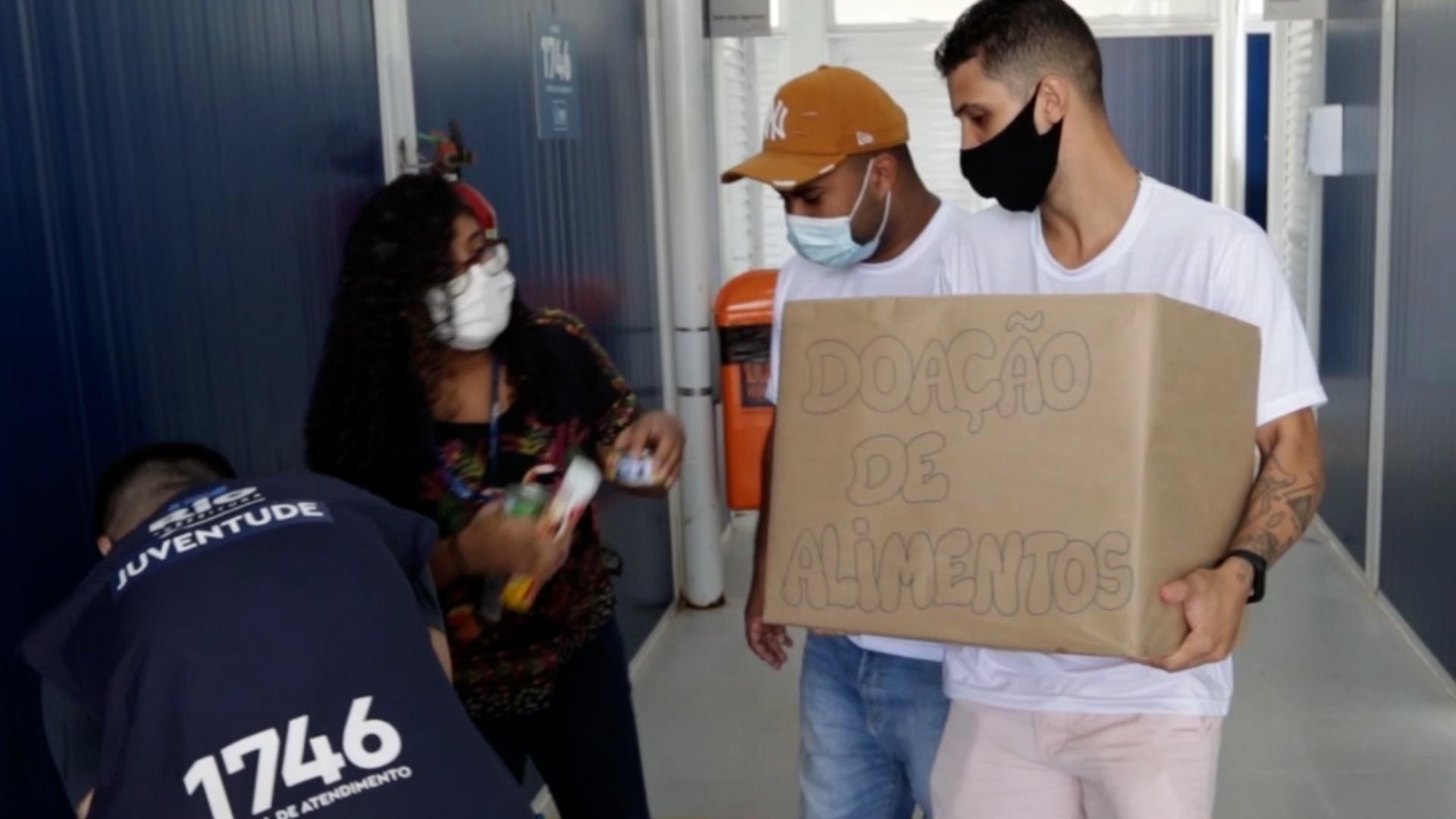 VÍDEO: Secretaria da Juventude faz campanha e arrecada alimentos para coletivos de favelas