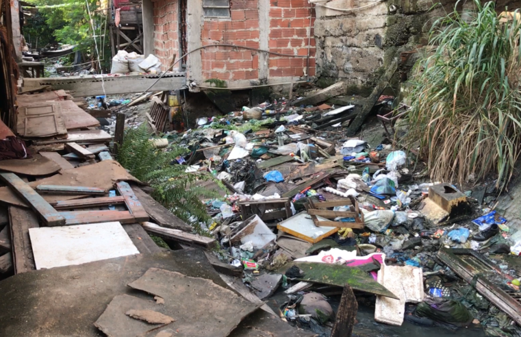 No Alemão, região das Casinhas continua com esgoto a céu aberto e lixos em valão