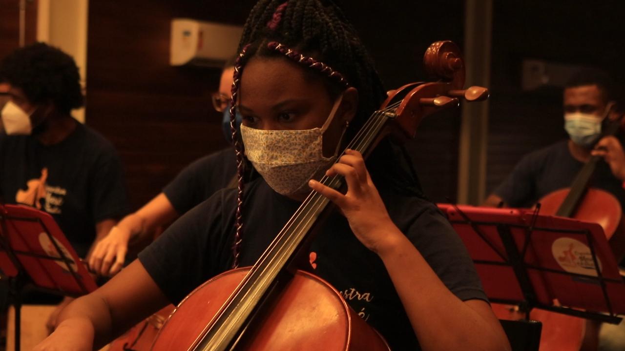 VÍDEO: Orquestra Maré do Amanhã transforma a vida de jovens através da música clássica