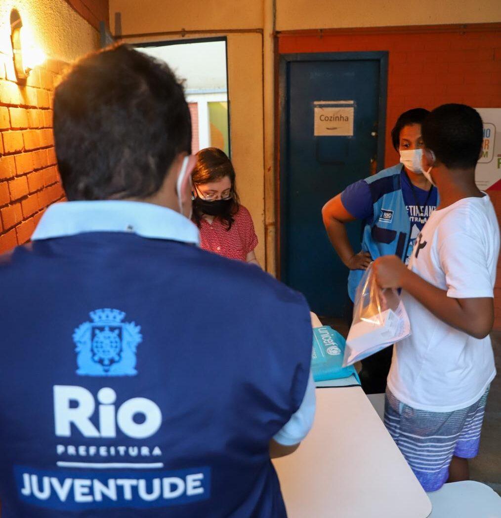 Um mês após operação violenta, jovens do Jacarezinho começam a receber assistência psicológica