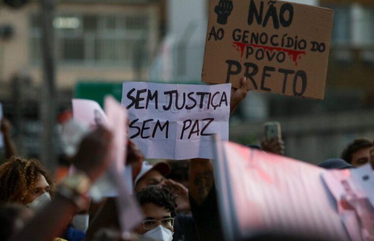 Reivindicando justiça e direito à vida, moradores protestam morte de Kathlen Romeu no Lins