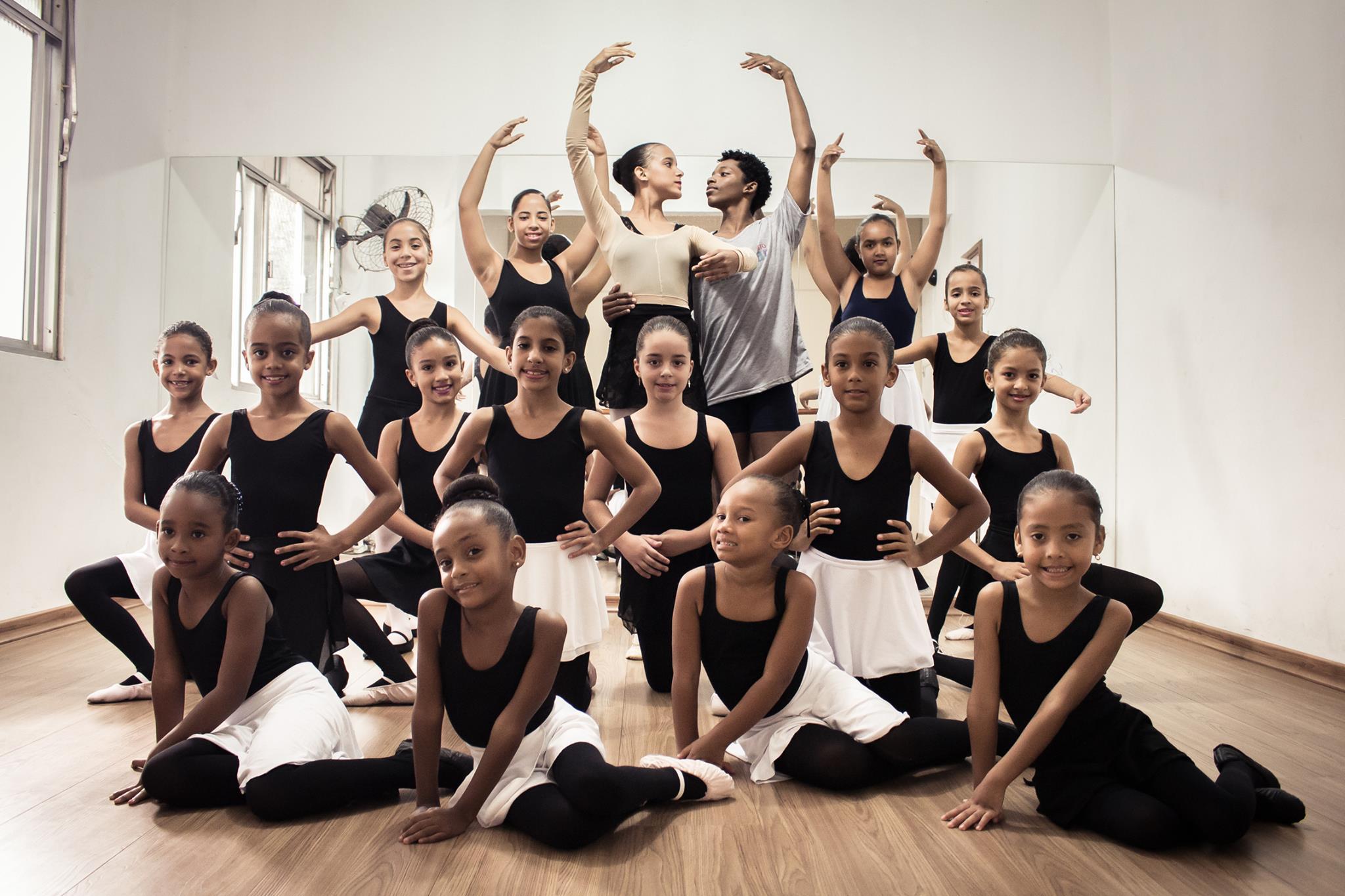 """Projeto social de balé no Alemão promove """"vaquinha"""" para manter atividades; Saiba como ajudar"""