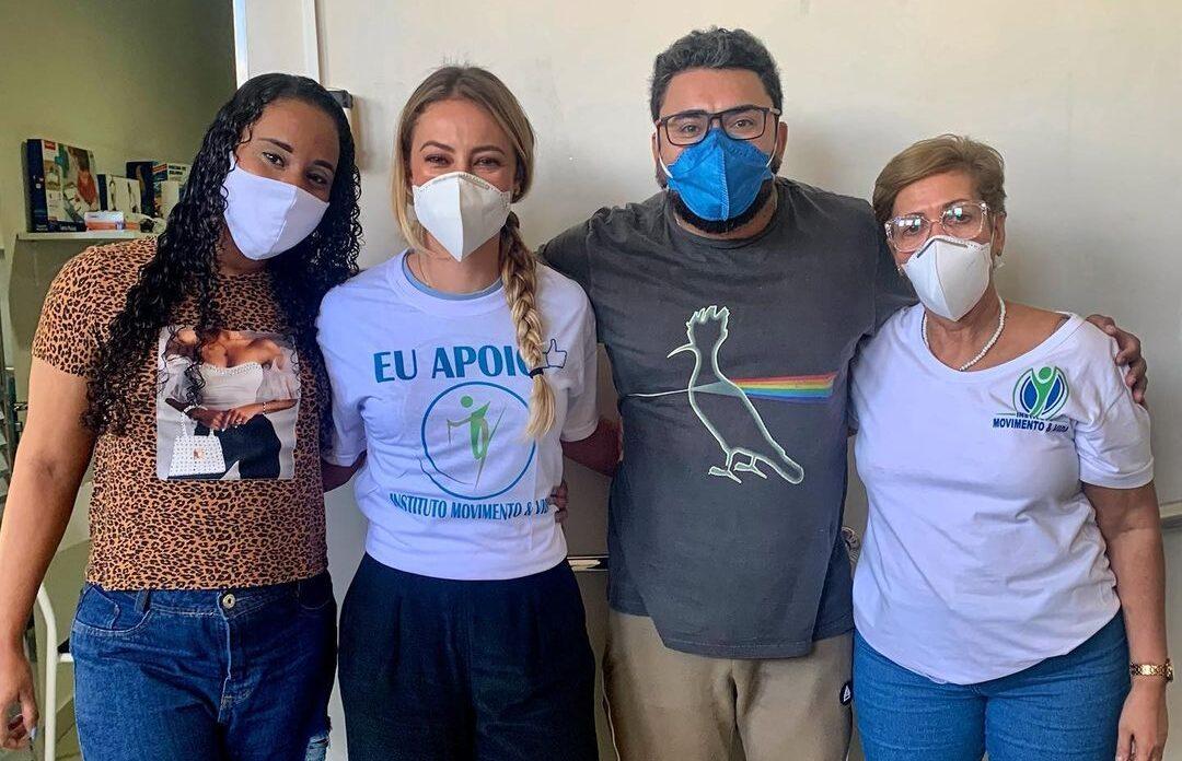 Somando forças: Atriz Paolla Oliveira visita Instituto Movimento & Vida no Alemão