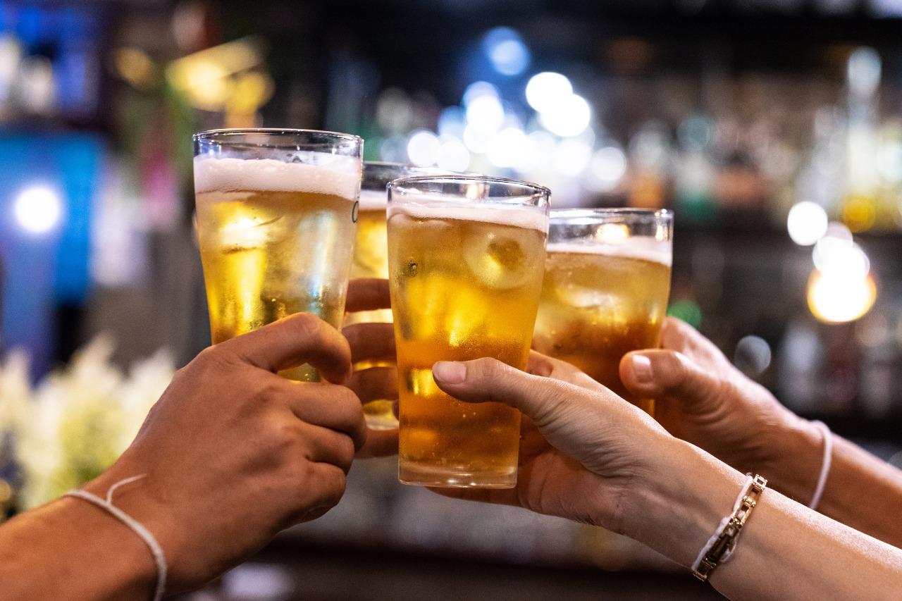 Consumo de bebida alcoólica NÃO interfere na eficácia da vacina contra Covid-19