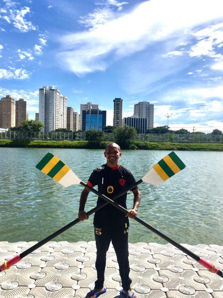 Com a seleção Paralímpica - campeão da regata internacional de Gavirate - Itália 2016, e segundo lugar na regata qualificatória paralímpica para as Paralimpíadas de Tóquio 2021, também na Itália. Foto: Acervo Pessoal