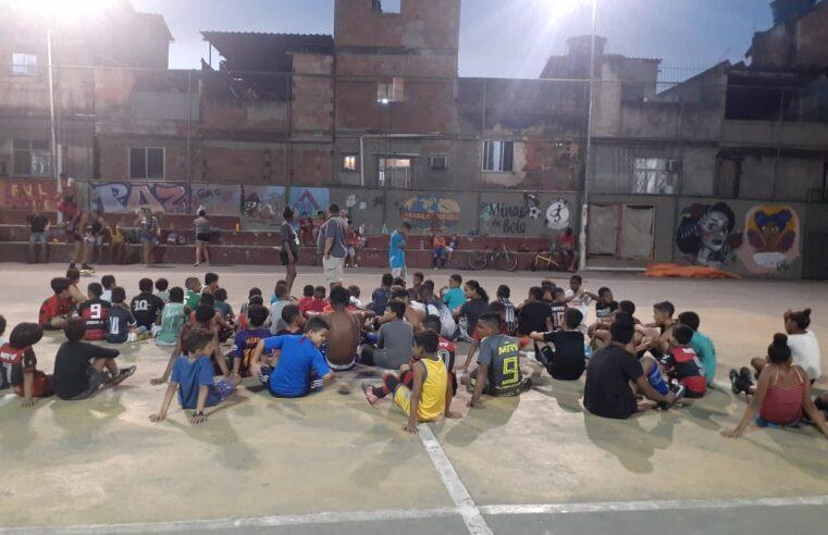 Projeto social em Manguinhos busca parceiros para realizar colônia de férias; saiba como ajudar