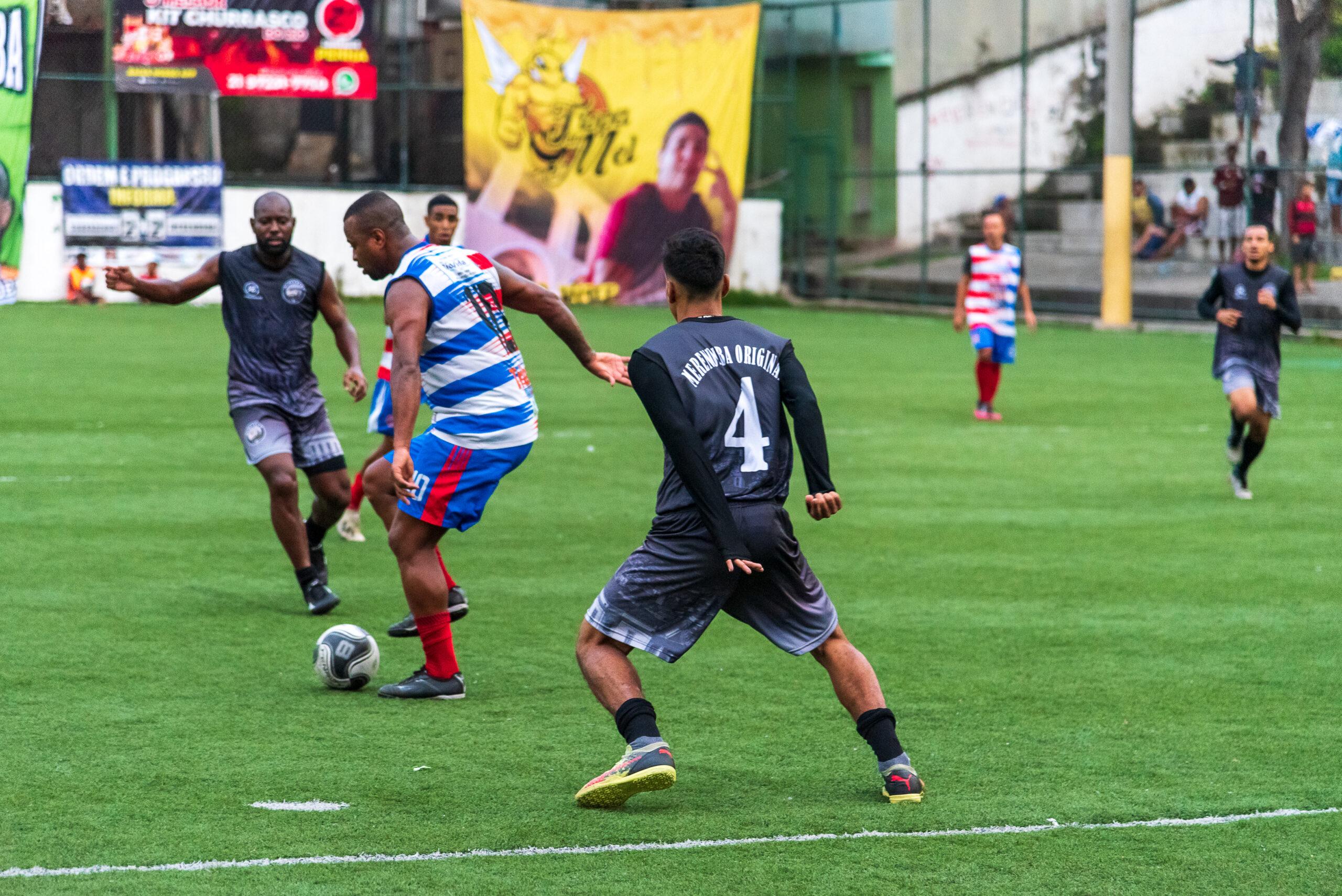 Liga de Futebol do Complexo da Penha vira atração para moradores