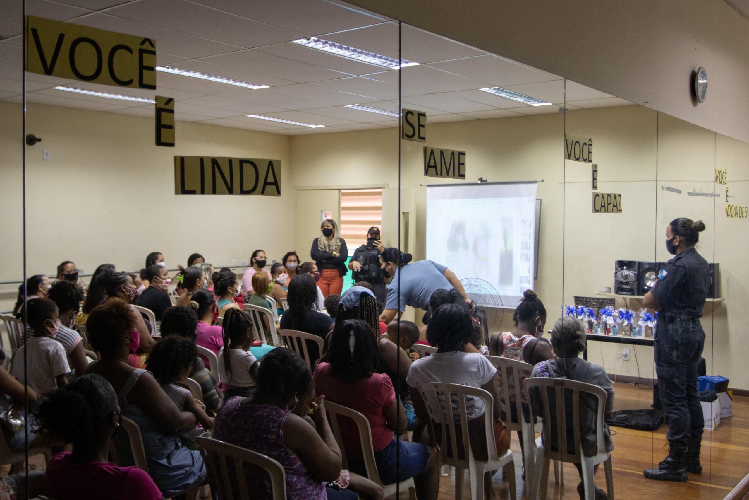 Atitude Social promove palestra sobre violência doméstica com Major da PM na Penha
