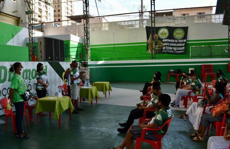 Escola Imperatriz Leopoldinense promove programa de assistência médica para moradores locais