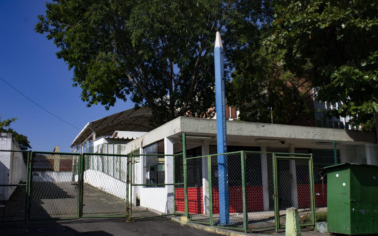 Pela sétima vez, escola no Alemão fica sem energia elétrica após furto de fios
