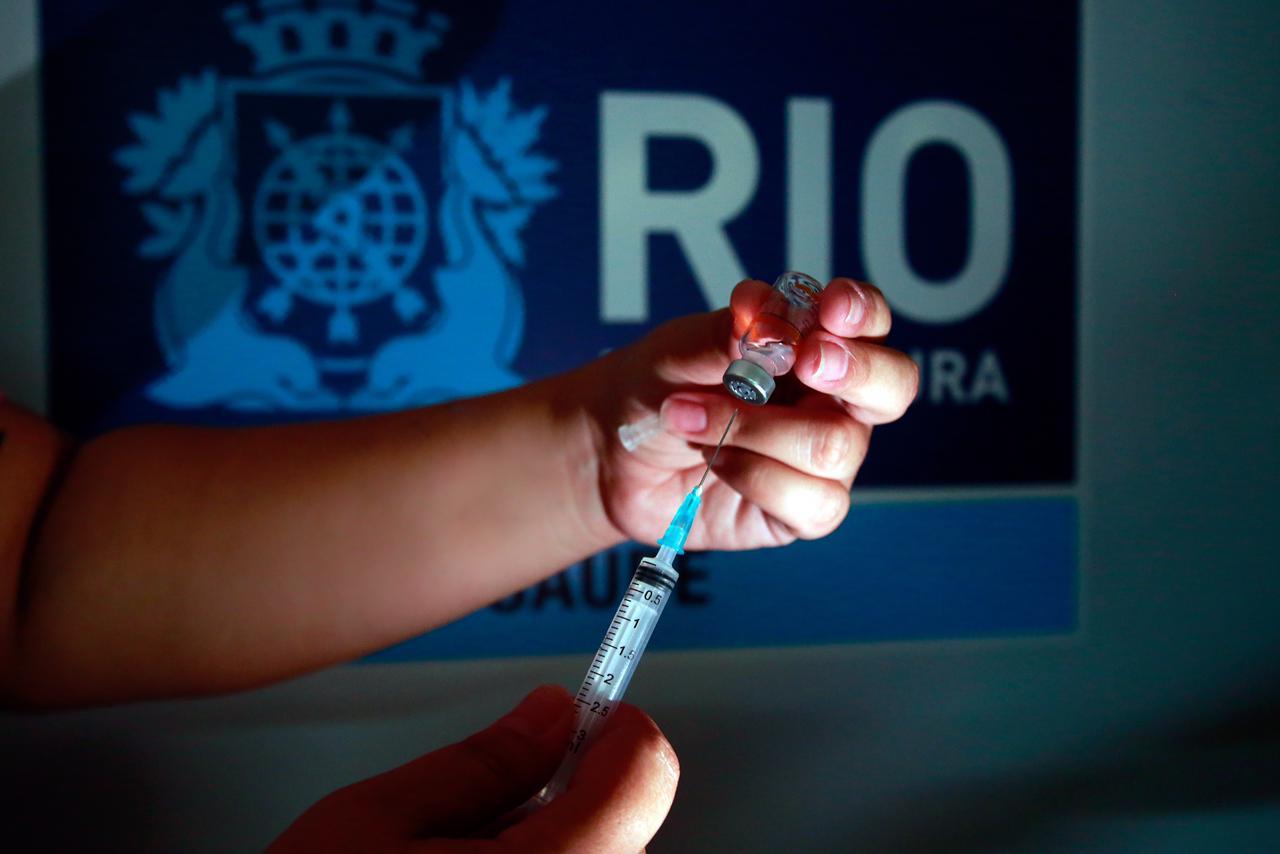 Jovens da Maré falam sobre expectativa para a vacinação em massa