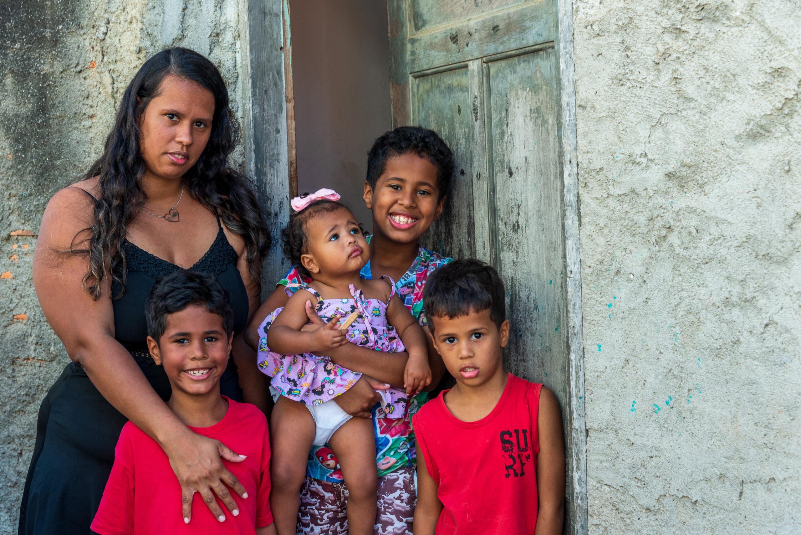 Mães de favela lutam para que seus filhos tenham acesso à educação