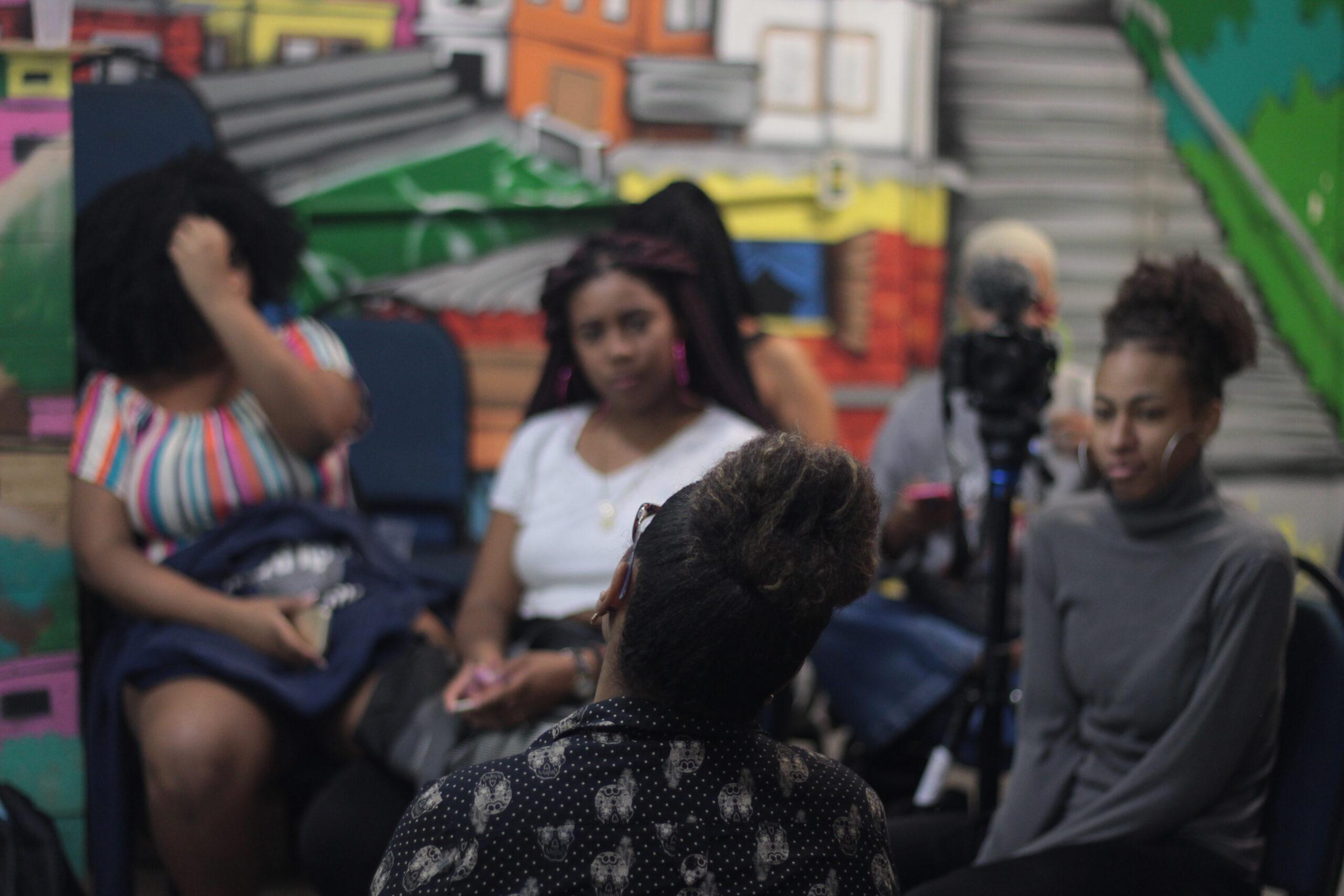 Observatório de Favelas lança curso de comunicação para meninas negras; confira