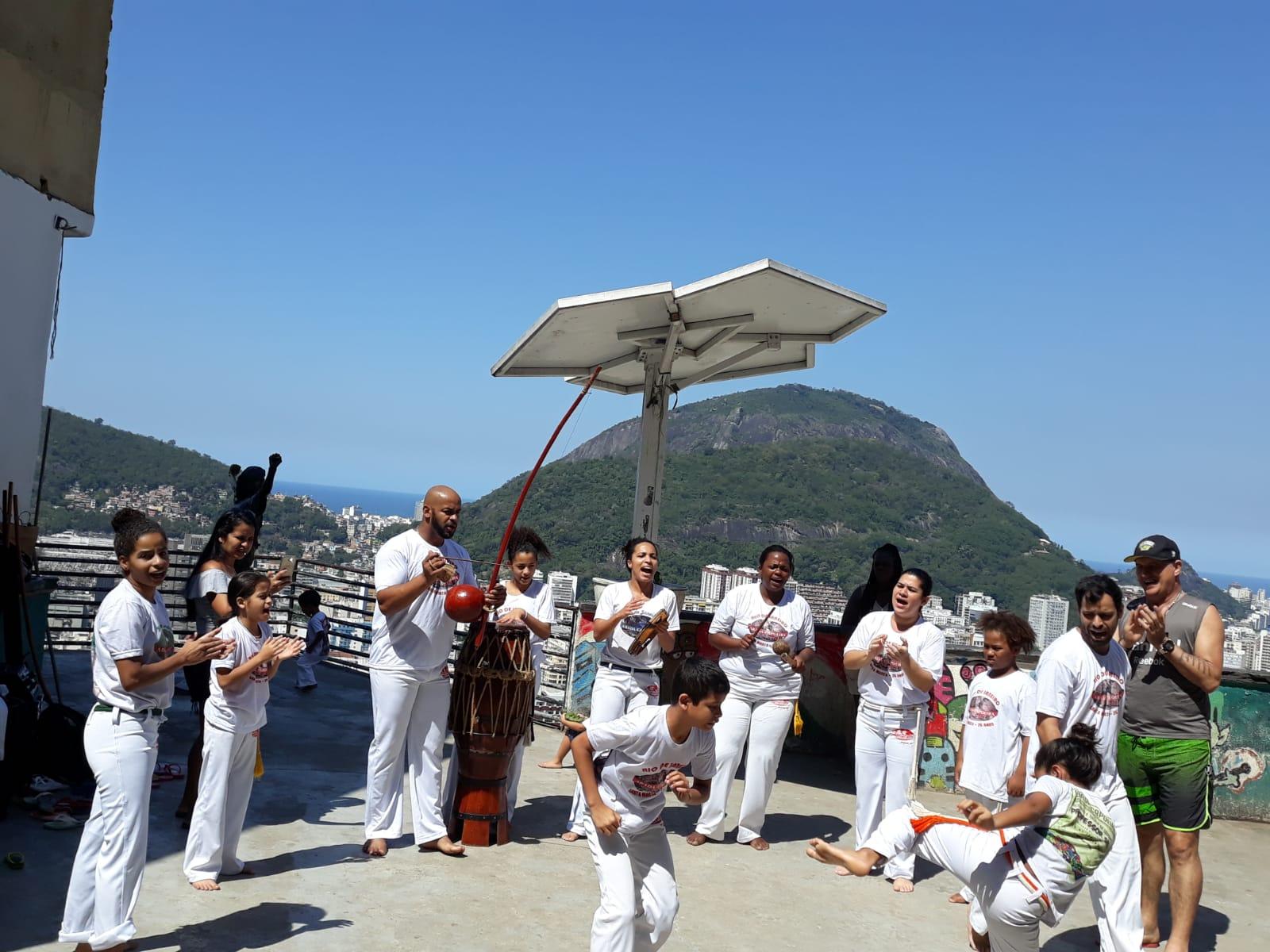 Projeto de Capoeira no Santa Marta transforma a vida dos moradores