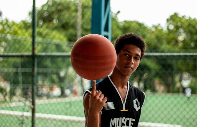 Projeto de basquete faz 'vaquinha' para reformar quadra no Jacarezinho; Saiba como ajudar