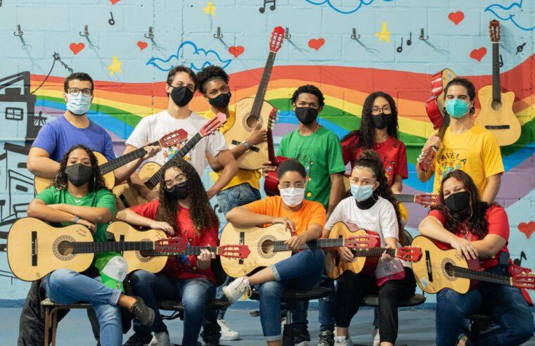 Projeto social Favela Mundo oferece 300 vagas para oficinas artísticas no Caju