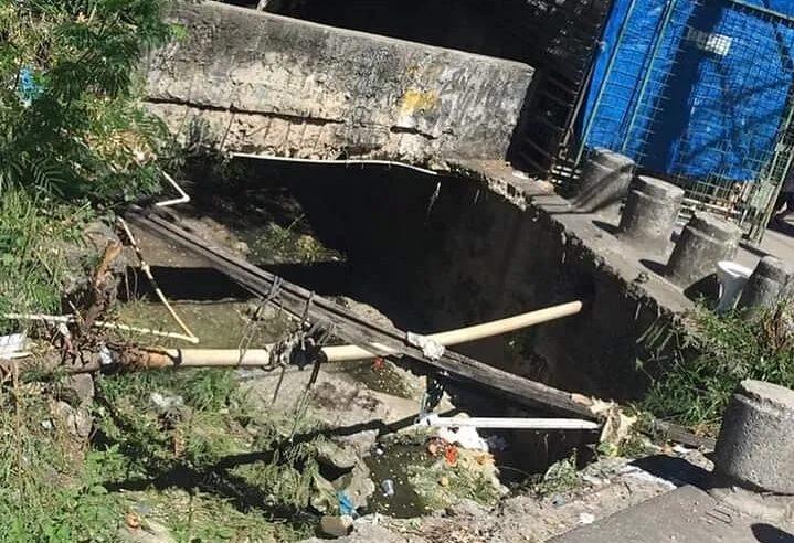 Moradores da Vila Vintém sofrem com buraco em frente ao CIEP da comunidade