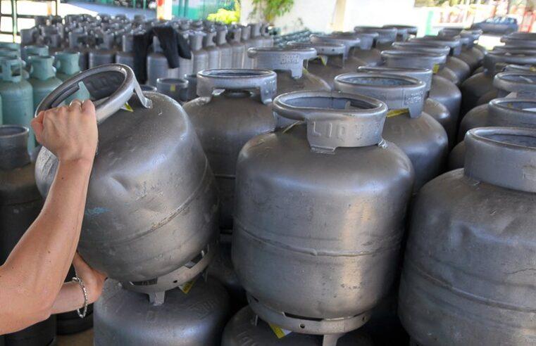 Com aumento de 7% no valor do gás de cozinha, moradores de favela têm renda comprometida