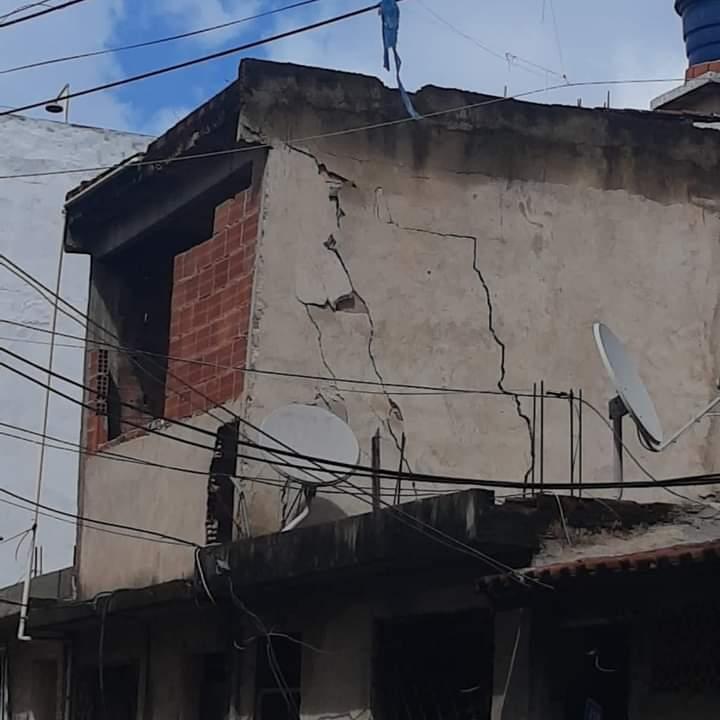 12 famílias são realocadas na Cidade de Deus após rachaduras na estrutura de suas casas
