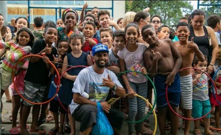 Mototaxista do Vidigal vai organizar ação de Dia das Crianças na comunidade; Saiba como ajudar