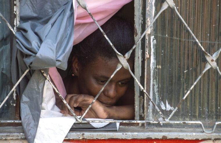 Pesquisa aponta que 54% dos moradores de favelas do Rio não conseguiram fazer isolamento social