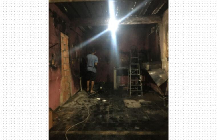 Moradora do Alemão cria 'vaquinha' online para reconstruir lanchonete após incêndio