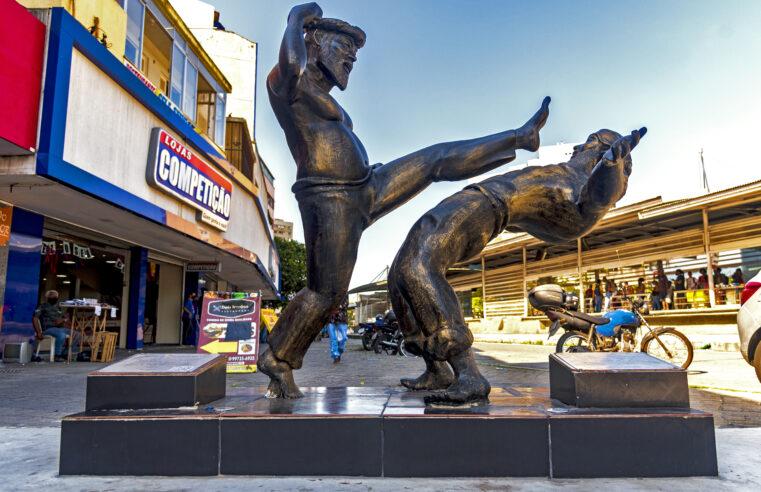Símbolo da capoeira, Mestre Dentinho ganha estátua