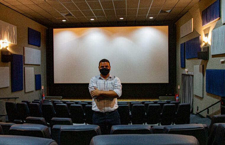 """""""O Rio de Janeiro vai dar certo de novo, começando por aqui"""", destaca Wellington Cardoso, o gestor do Cinema do Alemão"""