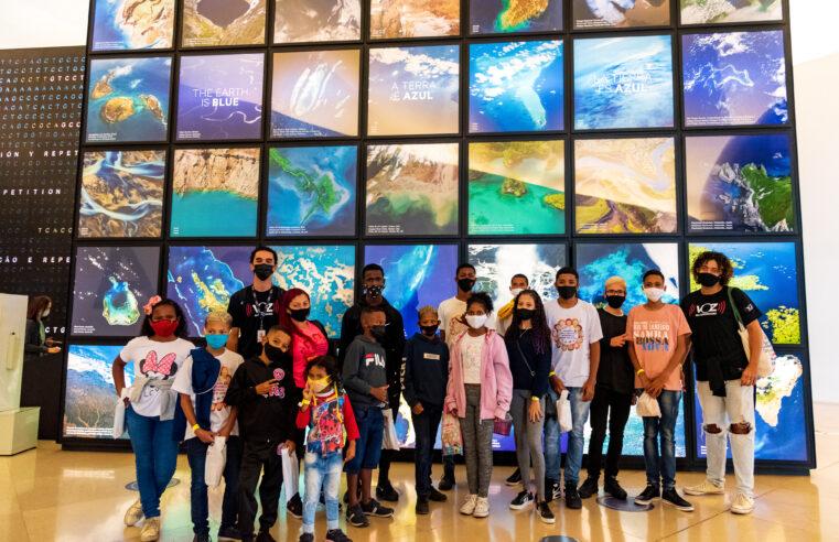 ONG Voz das Comunidades promove passeio cultural em comemoração ao Dia das Crianças