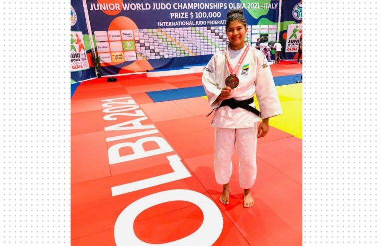 Moradora da Barreira do Vasco, Luana Carvalho conquista o bronze no Mundial Júnior de judô